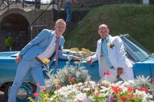 Bruiloft fotografie Limburg Huwelijks fotografie molen Maasbracht mannen